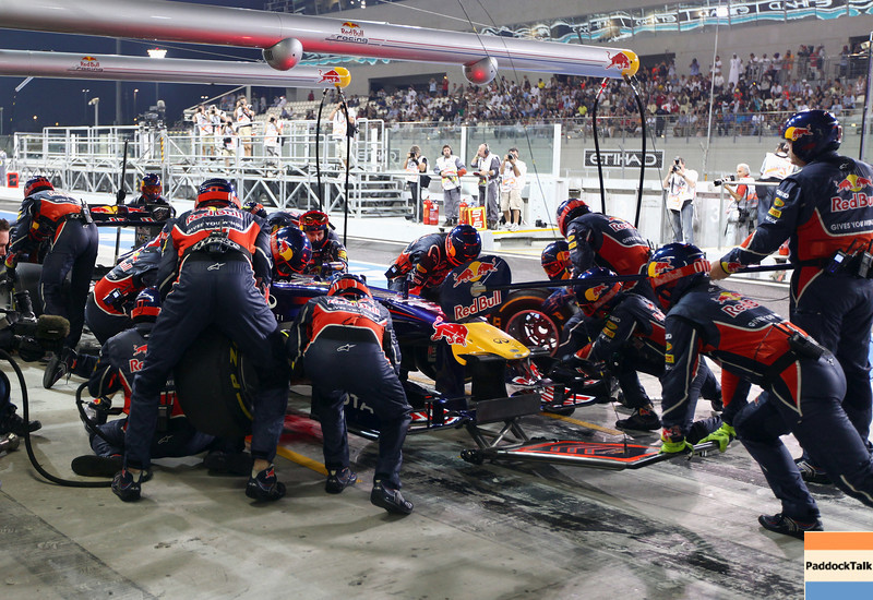 GEPA-13111199014 - FORMULA 1 - Grand Prix of Abu Dhabi, Yas Marina Circuit. Image shows Mark Webber (AUS/ Red Bull Racing). Keywords: pit stop. Photo: Getty Images/ Clive Mason - For editorial use only. Image is free of charge