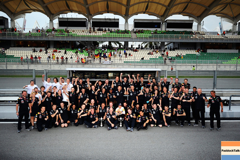 GEPA-10041199025 - FORMULA 1 - Grand Prix of Malaysia, Sepang Circuit. Image shows the rejoicing of the team of Red Bull Racing with Sebastian Vettel (GER/ Red Bull Racing) in the middle. Photo: Getty Images/ Clive Mason - For editorial use only. Image is free of charge