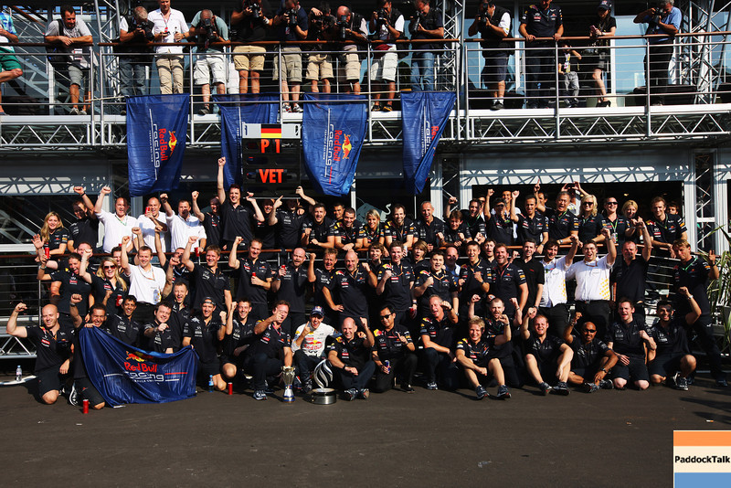 GEPA-11091199036 - FORMULA 1 - Grand Prix of Italy. Image shows Sebastian Vettel (GER/ Red Bull Racing) and the Red Bull Racing team. Photo: Getty Images/ Mark Thompson - For editorial use only. Image is free of charge