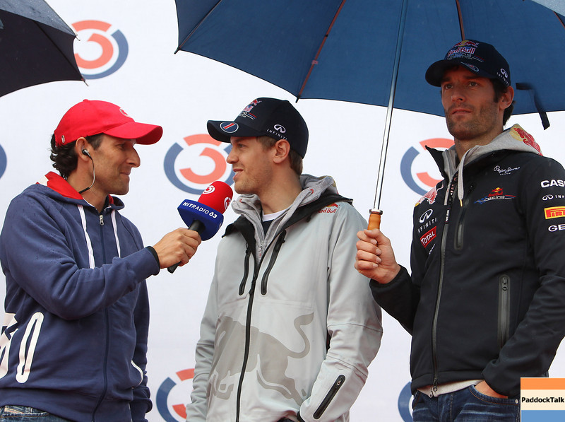 GEPA-15051181044 - SPIELBERG,AUSTRIA,15.MAY.11 - MOTORSPORT, FORMULA 1 - Open House Day Red Bull Ring, project Spielberg. Image shows Tom Walek (OE 3), Sebastian Vettel (GER) and Mark Webber (AUS/ Red Bull Racing). Keywords: interview. Photo: GEPA pictures/ Christian Walgram - For editorial use only. Image is free of charge.