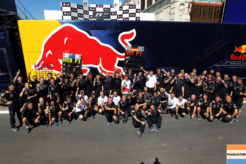 GEPA-26061199021 - FORMULA 1 - Grand Prix of Europe. Image shows the rejoicing of the Red Bull Racing Team with technical officer Adrian Newey and team principal Christian Horner (Red Bull Racing) in the front. Photo: Clive Rose/ Getty Images - For editorial use only. Image is free of charge