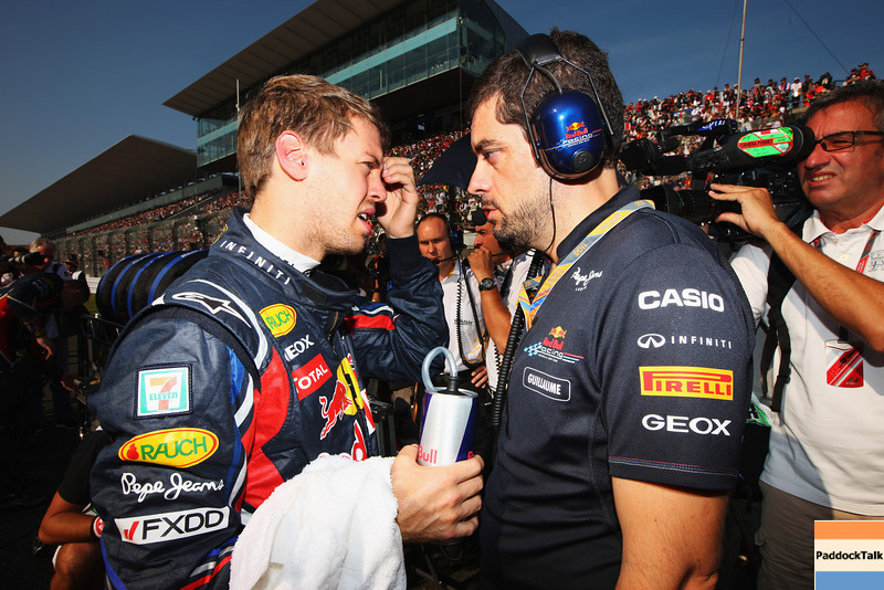 GEPA-09101199010 - FORMULA 1 - Grand Prix of Japan. Image shows Sebastian Vettel (GER/ Red Bull Racing) and racing engineer Guillaume Rocquelin (Red Bull Racing). Photo: Getty Images/ Mark Thompson - For editorial use only. Image is free of charge