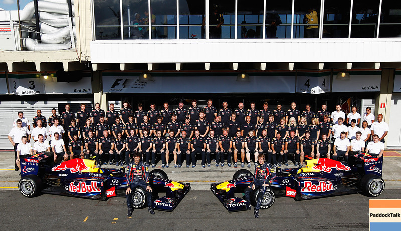 GEPA-24111199006 - FORMULA 1 - Grand Prix of Brazil, Interlagos. Image shows the team of Red Bull Racing with Mark Webber (AUS) and Sebastian Vettel (GER/ Red Bull Racing). Photo: Getty Images/ Paul Gilham - For editorial use only. Image is free of charge