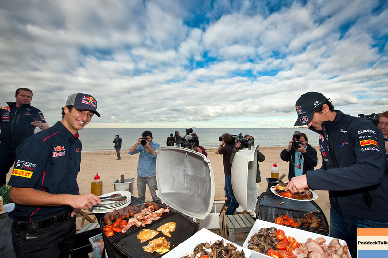 GEPA-23031199004 - FORMULA 1 - Grand Prix of Australia, preview, Australian Beach Barbecue at St. Kilda Beach. Image shows test driver Daniel Ricciardo and Mark Webber (AUS/ Red Bull Racing). Photo: Getty Images/ Mark Watson - For editorial use only. Image is free of charge