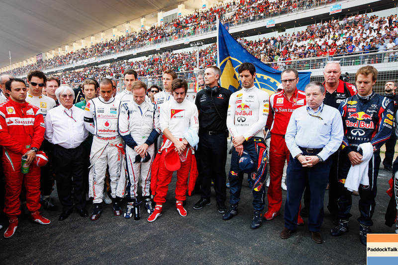 GEPA-30101199007 - FORMULA 1 - Grand Prix of India, Buddh-International-Circuit. Image shows the F1 drivers and team bosses pay their respects with a minutes silence for Indycar driver Dan Wheldon and Moto GP rider Marco Simoncelli. Photo: Getty Images/ Mark Thompson - For editorial use only. Image is free of charge