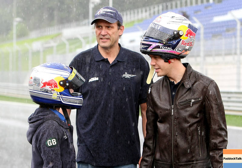 GEPA-14051181162 - SPIELBERG,AUSTRIA,14.MAY.11 - MOTORSPORT, FORMULA 1 - Media Day Red Bull Ring, project Spielberg. Image shows Heinz Kinigadner and Sebastian Vettel (GER/ Red Bull Racing). Photo: GEPA pictures/ Christian Walgram - For editorial use only. Image is free of charge.