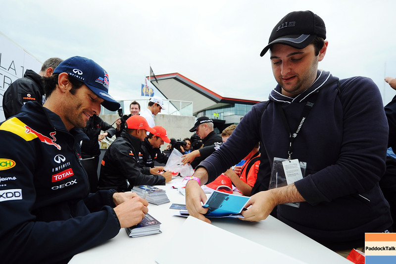 GEPA-09071199025 - FORMULA 1 - Grand Prix of Great Britain. Image shows Mark Webber (AUS/ Red Bull Racing). Keyword: autograph. Photo: Getty Images/ Clive Mason - For editorial use only. Image is free of charge