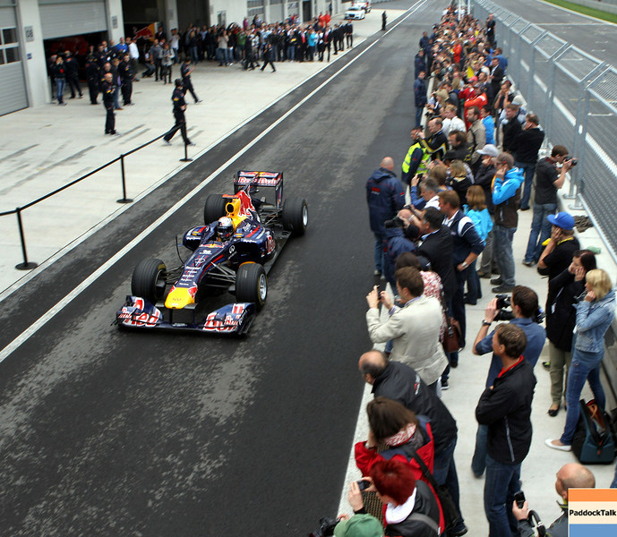 GEPA-14051134202 - SPIELBERG,AUSTRIA,14.MAY.11 - MOTORSPORT, FORMULA 1 - Media Day Red Bull Ring, project Spielberg. Image shows Sebastian Vettel (GER/ Red Bull Racing) and fans. Photo: GEPA pictures/ Markus Oberlaender - For editorial use only. Image is free of charge.