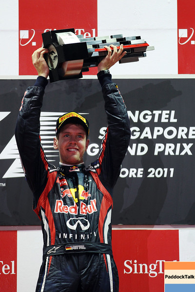 GEPA-25091199022 - FORMULA 1 - Grand Prix of Singapore. Image shows  the rejoicing of Sebastian Vettel (GER/ Red Bull Racing). Keywords: award ceremony, trophy. Photo: Getty Images/ Mark Thompson - For editorial use only. Image is free of charge
