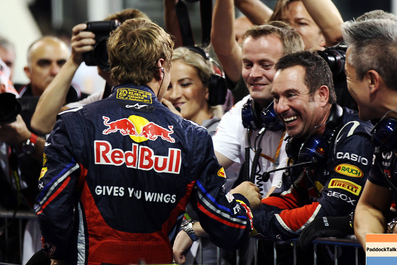 GEPA-12111199017 - FORMULA 1 - Grand Prix of Abu Dhabi, Yas Marina Circuit. Image shows Sebastian Vettel (GER/ Red Bull Racing) and chief mechanic Kenny Handkammer (Red Bull Racing). Photo: Getty Images/ Mark Thompson - For editorial use only. Image is free of charge