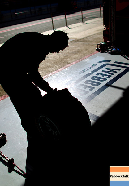 GEPA-21021199005 - FORMULA 1 - Testing in Barcelona, Circuit de Catalunya. Image shows a  mechanic. Photo: Vladimir Rys/ Getty Images - For editorial use only. Image is free of charge
