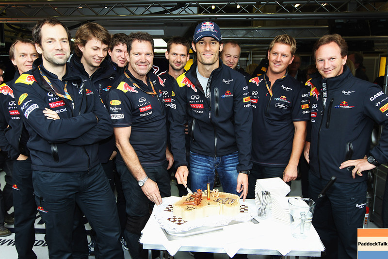 GEPA-27081199001 - FORMULA 1 - Grand Prix of Belgium, Spa Francorchamps. Image shows Mark Webber (AUS/ Red Bull Racing) with a cake to celebrate his 35th birthday. Keyword: team.  Photo: Getty Images/ Mark Thompson - For editorial use only. Image is free of charge
