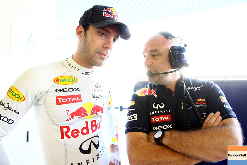 GEPA-15111199015 - FORMULA 1 - Testing in Abu Dhabi, Yas Marina Circuit, Young-Driver-Test. Image shows test driver Jean-Eric Vergne (FRA/ Red Bull Racing/ left). Photo: Getty Images/ Andrew Hone - For editorial use only. Image is free of charge