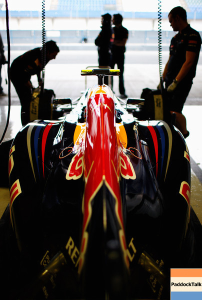 GEPA-10021199017 - FORMULA 1 - Testing in Jerez. Image shows the car of Mark Webber (AUS/ Red Bull Racing) and engineers. Photo: Mark Thompson/ Getty Images - For editorial use only. Image is free of charge