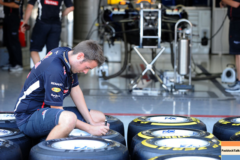 JAPANESE GRAND PRIX F1/2012 - SUZUKA 05/10/2012 - RED BULL MECHANIC.