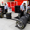 BAHRAIN GRAND PRIX F1/2012 - SAKHIR 21/04/2012 - PIRELLI MECHANICS AT WORK