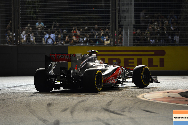 SINGAPORE GRAND PRIX F1/2012 - SINGAPORE 22/09/2012 - LEWIS HAMILTON POLE POSITION