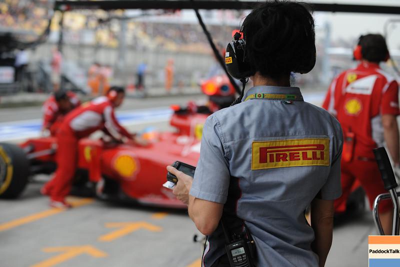 CHINESE GRAND PRIX F1/2012 - SHANGHAI 14/04/2012 - PIRELLI'S TECHNICIAN