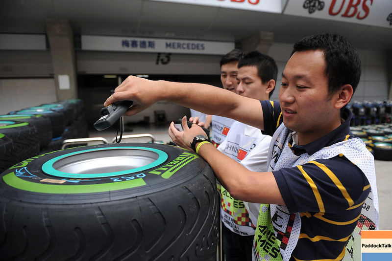 CHINESE GRAND PRIX F1/2012 - SHANGHAI 13/04/2012 - CHINESE MARSHALL VERIFY THE TYRES NUMBER