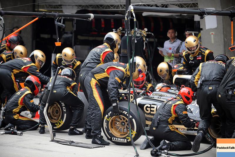 CHINESE GRAND PRIX F1/2012 - SHANGHAI 15/04/2012 -KIMI RAIKKONEN PIT STOP