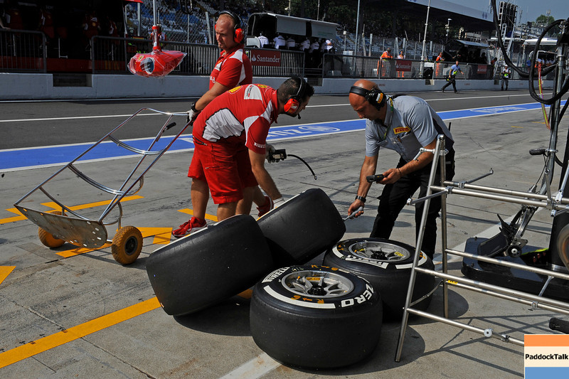 ITALIAN GRAND PRIX F1/2012 - MONZA 08/09/2012 - FERRARI AND PIRELLI MECANICHS AT WORK