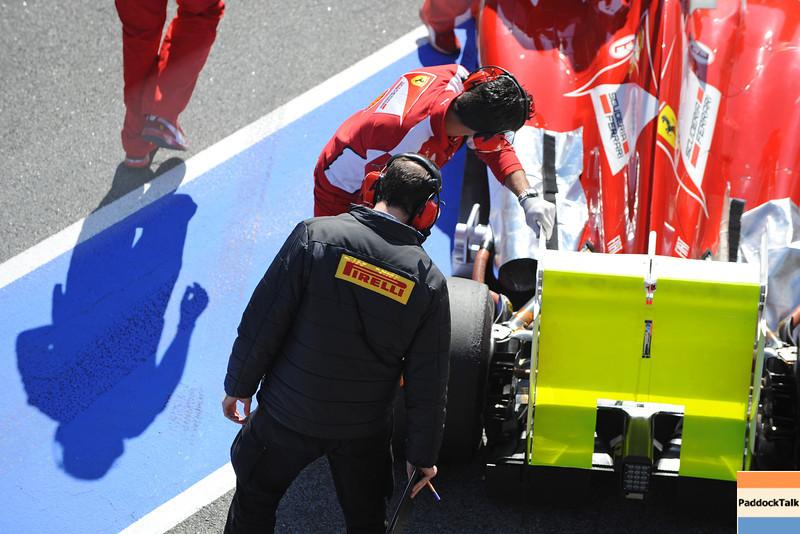BARCELLONA (SPAIN) 03/03/2012 - TEST F1/2012 - PIRELLI TECHNICIAN CONTROL FERRARI. Courtesy of Pirelli
