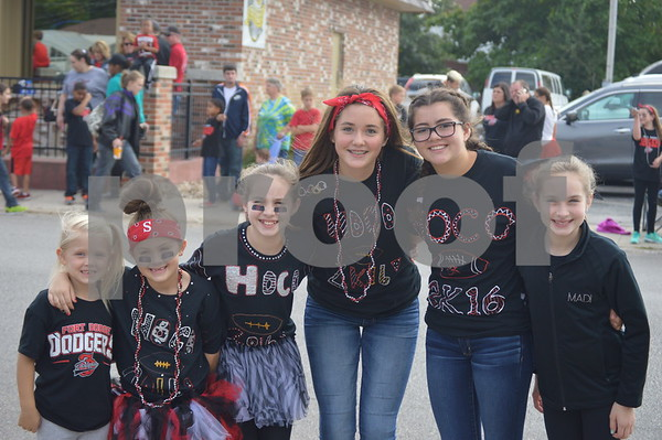 Ella Moritz, Ava Larson, Sydney Carver, as well as Ashlynn, Madison, and Macy Mills pose for a photo while waiting for the parade to begin.