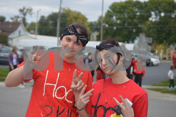Keeley and Katie Degner throw up peace signs while waiting for the parade to begin.