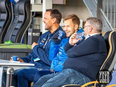 Roar Johansen og Sarpsborg 08s Nicolai Næss før kampen mellom Sarpsborg 08 og Stabæk. Foto: Thomas Andersen