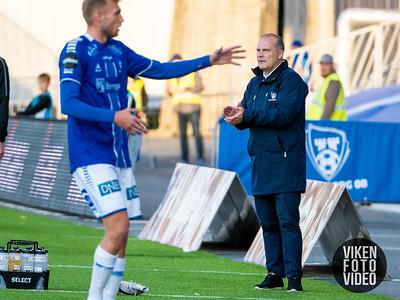 Sarpsborg 08s trener Geir Bakke i kampen mellom Sarpsborg 08 og Stabæk. Foto: Thomas Andersen