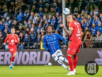 Sarpsborg 08s Amin Askar og Branns Vito Wormgoor i kampen mellom Sarpsborg 08 og Brann. Foto: Thomas Andersen