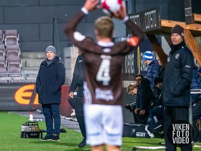 Sarpsborg 08s trener Geir Bakke i kampen mellom Mjøndalen og Sarpsborg 08. Foto: Thomas Andersen