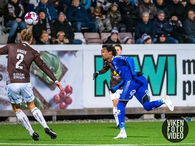 Sarpsborg 08s Amin Askar og Mjøndalens Quint Jansen i kampen mellom Mjøndalen og Sarpsborg 08. Foto: Thomas Andersen