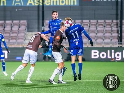 Sarpsborg 08s Kyle Lafferty og Sarpsborg 08s Jonathan Lindseth i kampen mellom Mjøndalen og Sarpsborg 08. Foto: Thomas Andersen