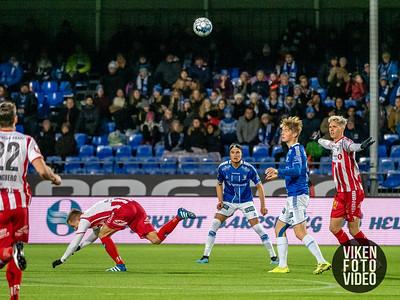 Sarpsborg 08s Bjørn Inge Utvik og Sarpsborg 08s Gaute Vetti i kampen mellom Sarpsborg 08 og Tromsø. Foto: Thomas Andersen