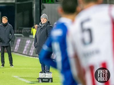 Sarpsborg 08s trener Geir Bakke i kampen mellom Sarpsborg 08 og Tromsø. Foto: Thomas Andersen