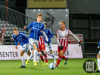 Sarpsborg 08s Kristoffer Zachariassen og Sarpsborg 08s Gaute Vetti i kampen mellom Sarpsborg 08 og Tromsø. Foto: Thomas Andersen