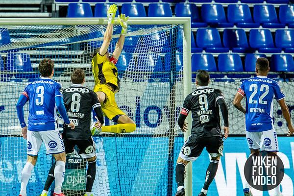 Sarpsborg 08s keeper David Mitov Nilsson i kampen mellom Sarpsborg 08 og Rosenborg. Foto: Thomas Andersen