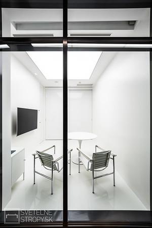 Čakáreň so zapusteným stropom