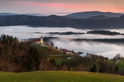 Češnjice - tiny village over the mist