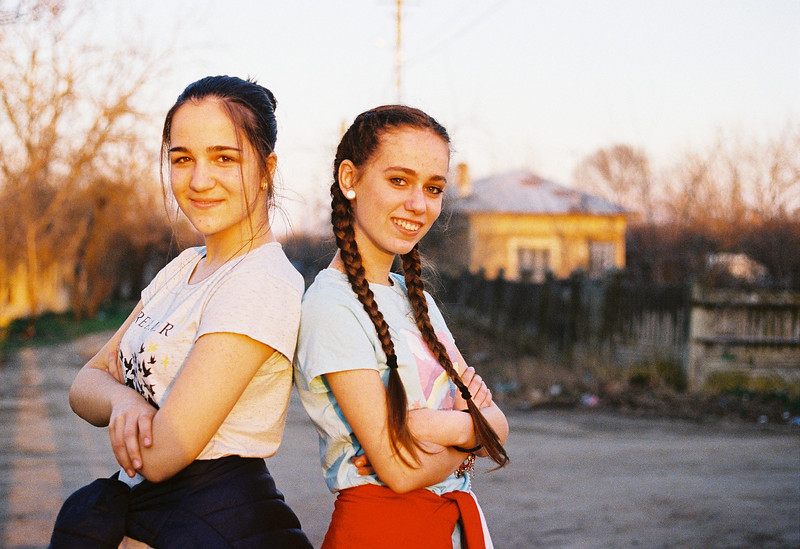 Anca & Sara, golden hour, martie 2019