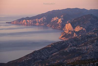 Alba sulla costa orientale della Sardegna