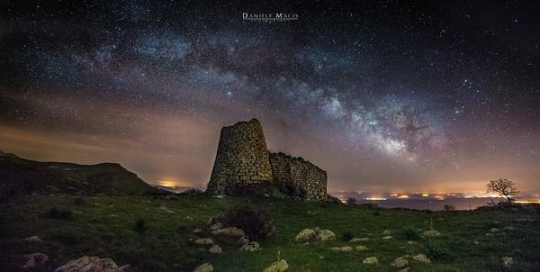 La Via Lattea sopra il nuraghe Orolo