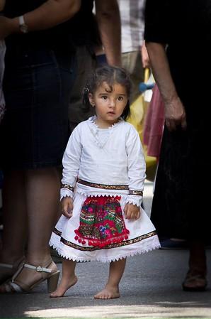 Copilă desculță la Târg