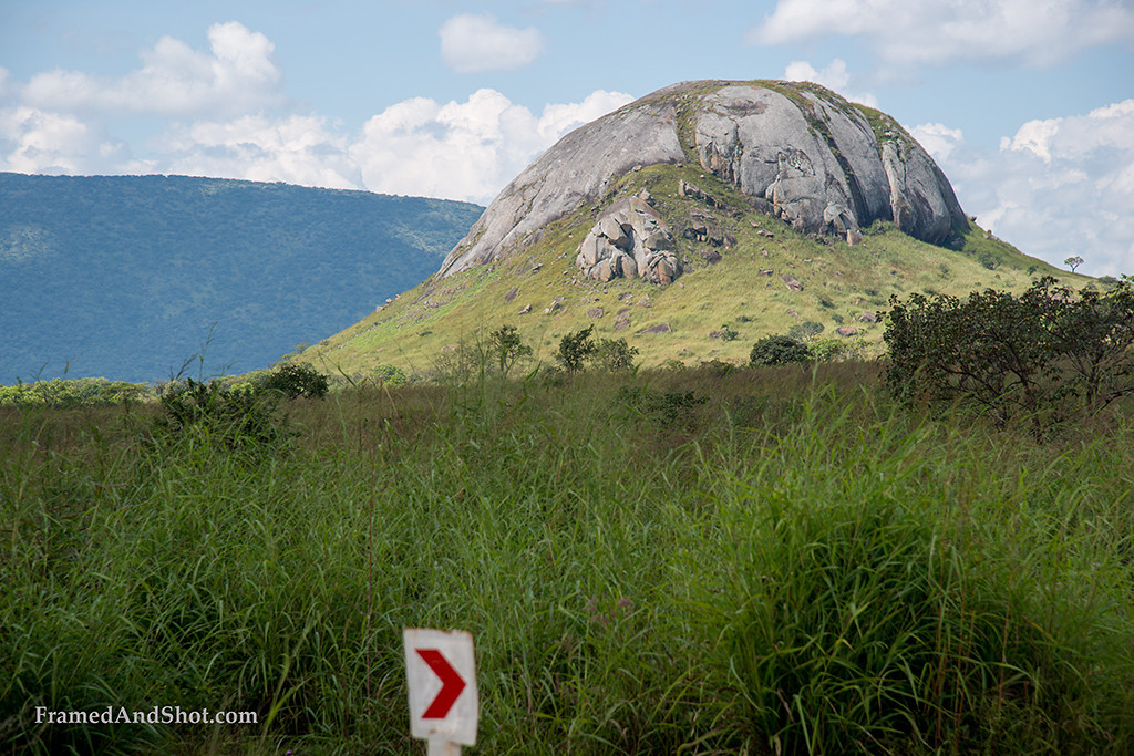 "<p style=""color:#F4F2F5""></p><h4>This part of Angola is characterized by a mountain terrain that amount to an average elevation of 970 meters. The main towns in the region are located in different medium altitudes, Quissongo at 1220 meters, Calulo at 990 meters, Cabuta at 910 and Muenga at 420 meters.</h4>"