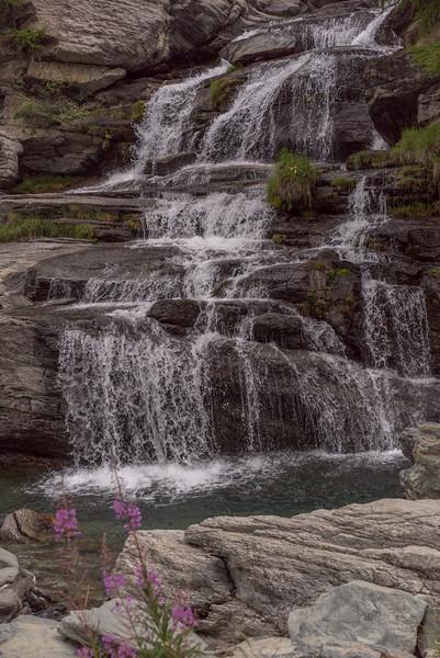 Waterval in de buurt van het plaatsje Cogne (in de buurt van Aosta )