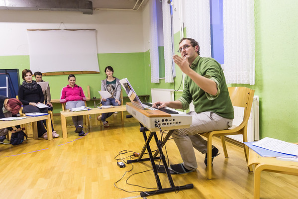 Delavnica vokalne tehnike s Sebastjanom Vrhovnikom, november 2014  (Foto: Ana Pogačar)