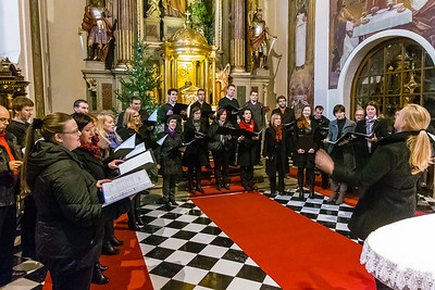 Tonska vaja pred božičnim koncertom v Kamniku, 25. december 2014  (Foto: Ana Pogačar)
