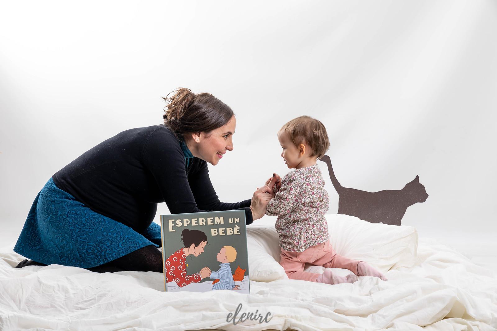 Esperem un bebè reportaje de embarazo y maternidad por Elena Rubio fotógrafa infantil y de familia para elenircfotografia en Mollet del Valles Barcelona