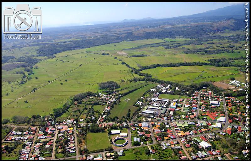 El pueblo de Guayabo, localizado en la Caldera del mismo nombre, parte del edificio volcánico del Volcá Miravalles. <br /> <br /> The small town of Guayabo, located inside the volcanic caldera of the same name. This is part of the Miravalles Volcano. <br /> <br /> Guanacaste, Costa Rica.